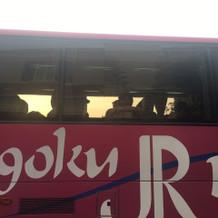 送迎バスは大型と中型を2台