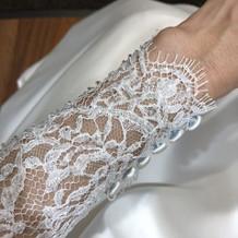 刺繍が繊細でとても美しい物も。