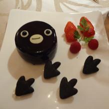 デザートのペンギンケーキ