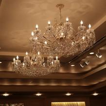 披露宴会場に相応しい素敵な照明