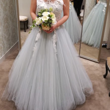 ミントグリーンのカラードレス