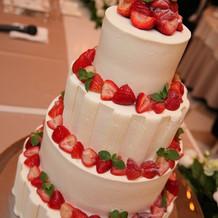 四段の生ウェディングケーキ
