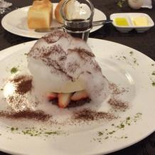 綿あめとアイスクリームのデザート