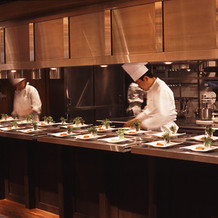 厨房です。 テーブルからも見えます