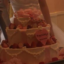ウエディングケーキ、可愛い。