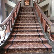 待合室前の大階段