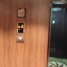 縦移動が多い割に小さなエレベーター