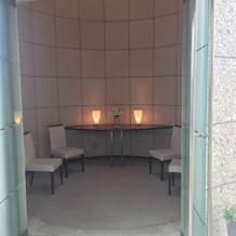 チェペルに入るまで花嫁たちの待合室