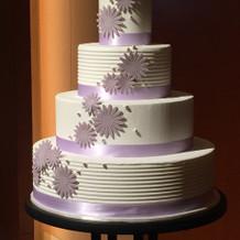 リボンも飾れるウエディングケーキ