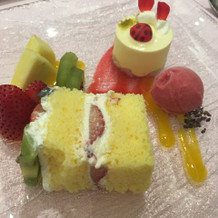 デザートは華やかでかわいい