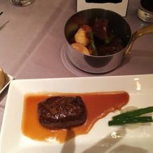 試食会での肉料理