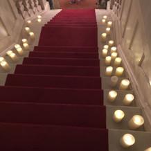同じく夜のチャペルの階段。