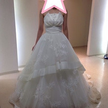 Aライン白ドレス