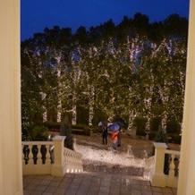 あいにくの雨でしたが、夜もきれい。