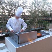 シェフが目の前でお肉を焼いてくれます!