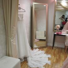 新婦用のドレスルーム。とてもオシャレ!