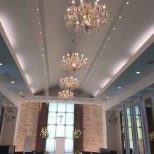 天井はスワロフスキーです