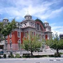 中央公会堂外観。青空に映えます。