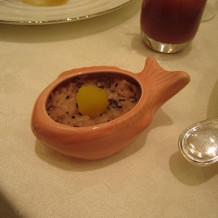 鯛の器にお赤飯