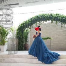 シンプルでも可愛らしいブルーのドレス