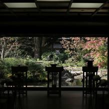 挙式会場から見える庭園