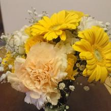 新婦母にもらった花も飾ってもらいました。