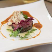 お肉料理、珍しい炭塩を使った牛肉