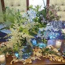 野花のようで、花瓶が本当に素敵でした