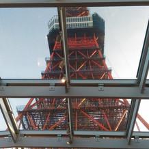 東京タワーが挙式会場から見えます。