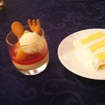 子供用のデザートと大人のデザート