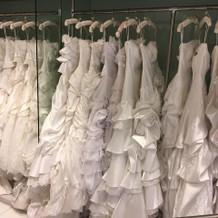 ウェディングドレスも色んな色がある。