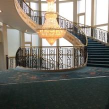 螺旋階段とシャンデリアが綺麗でした