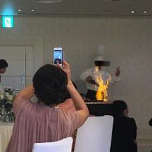 新郎が火の上がる演出をしていました