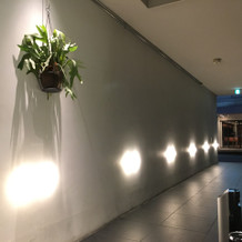 会場に向かう渡り廊下。