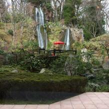 滝が綺麗な景色です
