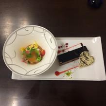 前菜とデザート。とてもおいしかったです!