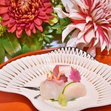 当日のお料理、刺身三点(鶴のお皿!