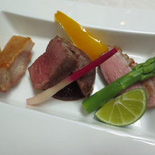 お肉料理は鶏・牛・鴨の3種類でした