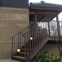 チャペルから披露宴会場への階段(テラス)
