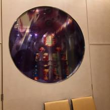 ステンドグラスをイメージした丸窓
