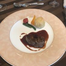 お肉料理。ソースも絶妙でした!
