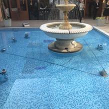 中庭にある噴水。