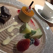 生チョコケーキ、フルーツなど