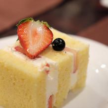 ゲスト撮影のウェディングケーキ