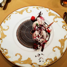 バルサミコ酢で描かれた繊細なデザイン