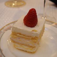 手作りのウェディングケーキ。
