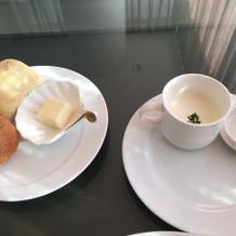 パン2種類とお野菜のスープ