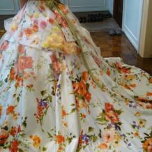 挙式当日のカラードレス背面