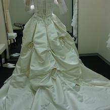 ドレス 2 後ろ