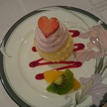 ハートのイチゴウェディングケーキ